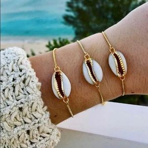 Gold dainty cowrie sea shell chain bracelet